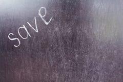 Η λέξη σώζει γραπτός αριστερά με την άσπρη κιμωλία σε έναν πίνακα Στοκ φωτογραφίες με δικαίωμα ελεύθερης χρήσης
