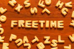 Η λέξη freetime που γράφεται με την κροτίδα Στοκ εικόνα με δικαίωμα ελεύθερης χρήσης