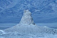 Η έρημος της Καλιφόρνιας θέσης του Sci Fi πυραμίδων TRONA Στοκ Εικόνα