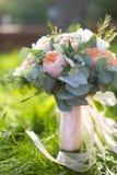 η δέσμη ανθίζει το γαμήλιο λευκό τριαντάφυλλων Στοκ φωτογραφία με δικαίωμα ελεύθερης χρήσης