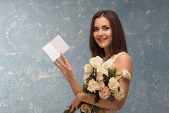 η δέσμη ανθίζει το κορίτσι Στοκ εικόνες με δικαίωμα ελεύθερης χρήσης