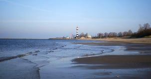 Η ήρεμοι θάλασσα της Βαλτικής και φάρος της Ρήγας φιλμ μικρού μήκους
