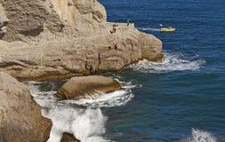Η ήττα θάλασσας ενάντια στους βράχους, ανυψωτικός ψεκασμός Κριμαία Στοκ εικόνα με δικαίωμα ελεύθερης χρήσης