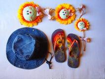 Ηλίανθοι περιοχών σανδαλιών καπέλων παραλιών Στοκ Εικόνες