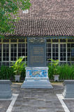 Η δίγλωσση κινεζικός-της Ιάβας επιγραφή στο παλάτι σουλτανάτων Yogyakarta Στοκ Φωτογραφία