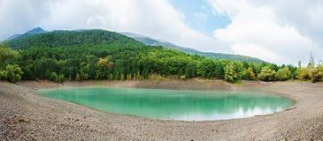 Η λίμνη ομορφιάς στοκ εικόνες