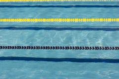 Η λίμνη, πισίνα, piscina, piscine, δεξαμενή, σχοινί, σειρά, σπάγγος, χορδή, γραμμή, chorda, που κολυμπά, κολυμπά, κολύμβηση, νερό Στοκ Εικόνα