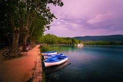 Η λίμνη Banyoles είναι η μεγαλύτερη λίμνη στην Καταλωνία Στοκ Εικόνες