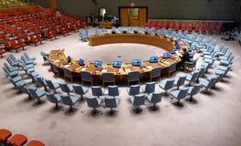 Η αίθουσα του Συμβουλίου Ασφαλείας κατά τη διάρκεια της προετοιμασίας για τη σύνοδο Βρίσκεται στο κτήριο διασκέψεων Ηνωμένων Εθνώ στοκ εικόνα
