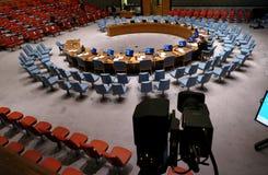 Η αίθουσα του Συμβουλίου Ασφαλείας κατά τη διάρκεια της προετοιμασίας για τη σύνοδο Βρίσκεται στο κτήριο διασκέψεων Ηνωμένων Εθνώ στοκ φωτογραφία με δικαίωμα ελεύθερης χρήσης