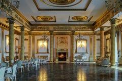 Η αίθουσα χορού και το εστιατόριο στο κλασικό ύφος τρισδιάστατος δώστε Στοκ Φωτογραφίες