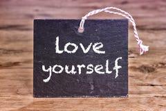 Η αγάπη λέξεων οι ίδιοι που γράφεται στον πίνακα κιμωλίας στοκ εικόνες με δικαίωμα ελεύθερης χρήσης