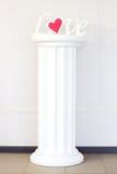 Η αγάπη λέξης σε ένα βάθρο Στοκ φωτογραφία με δικαίωμα ελεύθερης χρήσης