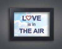 Η αγάπη είναι στον αέρα στο πλαίσιο ουρανού Στοκ εικόνες με δικαίωμα ελεύθερης χρήσης