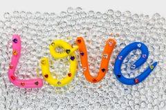 η αγάπη λέξης στο ζωηρόχρωμο αλφάβητο για το βαλεντίνο Στοκ Φωτογραφία