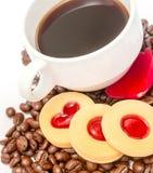 Η αγάπη φασολιών καφέ αντιπροσωπεύει το ζεστό ποτό και αρωματικός στοκ εικόνες με δικαίωμα ελεύθερης χρήσης