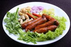 Η αγαπημένη βόρεια ταϊλανδική κουζίνα κάλεσε Sai Aua - ψημένο στη σχάρα βόρειο ταϊλανδικό πικάντικο λουκάνικο Στοκ Εικόνα