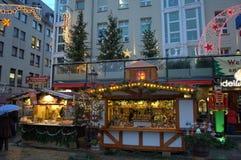 Η αγορά Christmastime στέκεται τη Δρέσδη Στοκ φωτογραφία με δικαίωμα ελεύθερης χρήσης