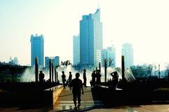 η αγρανάπαυση πόλεων βρίσκεται δημόσια πλατεία ανθρώπων που στοκ εικόνα
