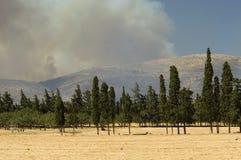 η Αθήνα βάζει φωτιά στο δάσ&omicr στοκ εικόνες με δικαίωμα ελεύθερης χρήσης
