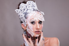 Η αισθησιακή γυναίκα με καλλιτεχνικό δημιουργικό αποτελεί Στοκ Φωτογραφίες