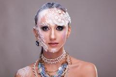 Η αισθησιακή γυναίκα με καλλιτεχνικό δημιουργικό αποτελεί Στοκ εικόνα με δικαίωμα ελεύθερης χρήσης