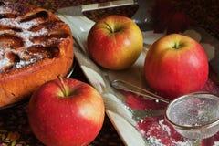 Η ακριβώς ψημένη πίτα μήλων Στοκ Εικόνες