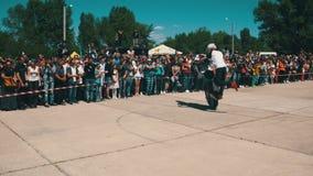 Η ακροβατική επίδειξη Moto παρουσιάζει Ακραίο Motorsports Οι ποδηλάτες παρελαύνουν και παρουσιάζουν απόθεμα βίντεο