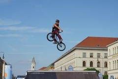 Η ακροβατική επίδειξη BMX παρουσιάζει στο φεστιβάλ Μόναχο Streetlife Στοκ Φωτογραφία