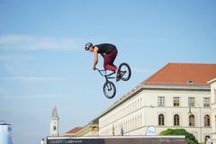 Η ακροβατική επίδειξη BMX παρουσιάζει στο φεστιβάλ Μόναχο Streetlife Στοκ Εικόνα