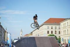 Η ακροβατική επίδειξη BMX παρουσιάζει στο φεστιβάλ Μόναχο Streetlife Στοκ φωτογραφία με δικαίωμα ελεύθερης χρήσης