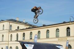 Η ακροβατική επίδειξη BMX παρουσιάζει στο φεστιβάλ Μόναχο Streetlife Στοκ Εικόνες