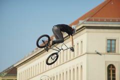 Η ακροβατική επίδειξη BMX παρουσιάζει στο φεστιβάλ Μόναχο Streetlife Στοκ φωτογραφίες με δικαίωμα ελεύθερης χρήσης