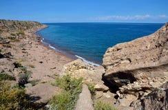 Η ακτή λιμνών issyk-Kul, που βρίσκεται στα βόρεια βουνά Tian Shan στο ανατολικό Κιργιστάν, αυτό είναι έβδομη βαθύτερη λίμνη στον  στοκ φωτογραφία με δικαίωμα ελεύθερης χρήσης