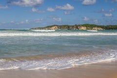 Η ακτή με τις αμμώδεις παραλίες Στοκ φωτογραφία με δικαίωμα ελεύθερης χρήσης