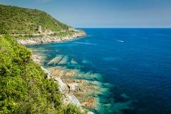 Η ακτή της ΚΑΠ Κορσική και Tour de L'Osse Στοκ εικόνες με δικαίωμα ελεύθερης χρήσης