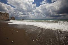Η ακτή της Κύπρου στον τομέα του βράχου Aphrodite Στοκ εικόνες με δικαίωμα ελεύθερης χρήσης