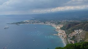 Η ακτή Taormina στοκ φωτογραφία