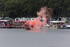 Η ακτοφυλακή στο άγριο πόνι Chincoteague κολυμπά Στοκ Φωτογραφίες
