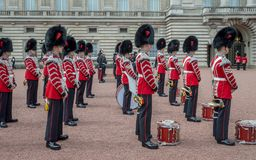Η αλλαγή φρουρά στο Buckingham Palace, Λονδίνο, Ηνωμένο Βασίλειο στοκ εικόνες