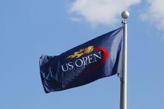 Η αμερικανική ανοικτή σημαία στο εθνικό κέντρο αντισφαίρισης βασιλιάδων της Billie Jean κατά τη διάρκεια των ΗΠΑ ανοίγει το 2014 Στοκ Εικόνες