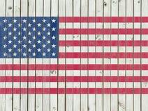 Η αμερικανική σημαία που χρωματίζεται στο ξύλινο υπόβαθρο φρακτών, ΑΜΕΡΙΚΑΝΙΚΗ σημαία επιτυπώνει Στοκ φωτογραφίες με δικαίωμα ελεύθερης χρήσης