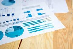 η ανάπτυξη γραφικών παραστάσεων επιχειρησιακών διαγραμμάτων αυξανόμενη ωφελείται τα ποσοστά Στοκ Φωτογραφία
