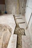Η αναδιαμόρφωση σπιτιών ή 'Οικωών βάζει τους σωλήνες υδραυλικών στοκ φωτογραφίες με δικαίωμα ελεύθερης χρήσης