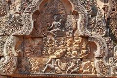 Η ανακούφιση του ναού Angkor (Banteay Srei), Siem συγκεντρώνει, Καμπότζη Στοκ Φωτογραφία