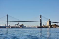 Η αναμνηστική γέφυρα Talmadge πέρα από τον ποταμό σαβανών στη Γεωργία Στοκ εικόνες με δικαίωμα ελεύθερης χρήσης