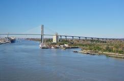 Η αναμνηστική γέφυρα Talmadge πέρα από τον ποταμό σαβανών στη Γεωργία Στοκ Φωτογραφία