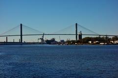 Η αναμνηστική γέφυρα Talmadge πέρα από τον ποταμό σαβανών στη Γεωργία Στοκ Φωτογραφίες