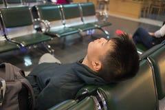 Η αναμονή την καθυστέρηση πτήσης είναι πάντα μια φοβερή μνήμη στοκ εικόνες