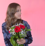 η ανασκόπηση ανθίζει τις ευτυχείς ρόδινες νεολαίες γυναικών Στοκ φωτογραφίες με δικαίωμα ελεύθερης χρήσης